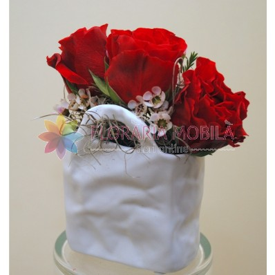a91_cu_3_trandafiri_wax_verdeata