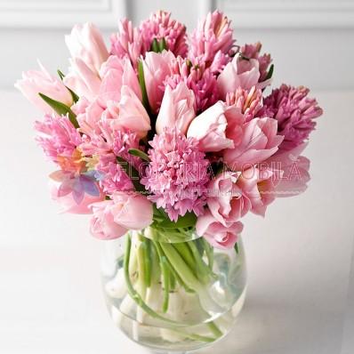 aranjament floral zambile
